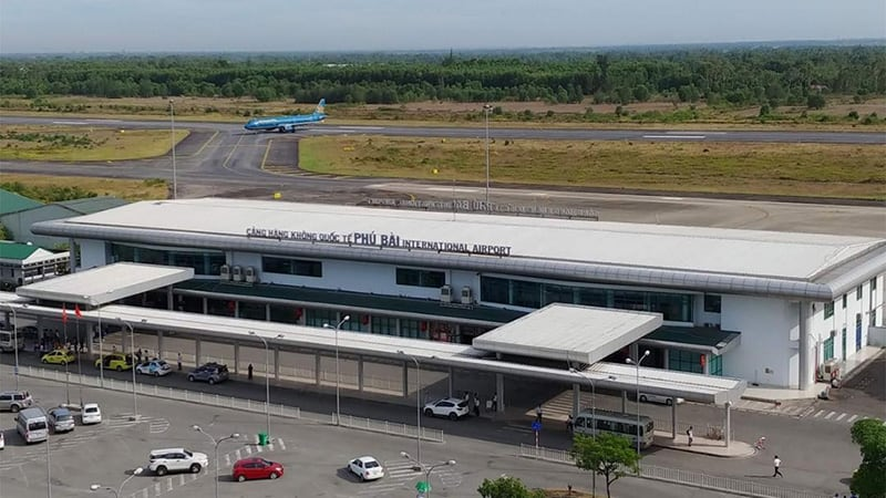 Transfer service by private car from Phu Bai Airport to Hue city center