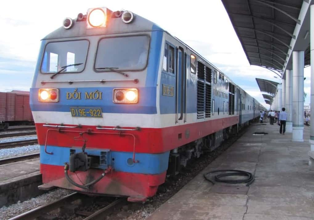 Travel From Hue to Ha Noi by train
