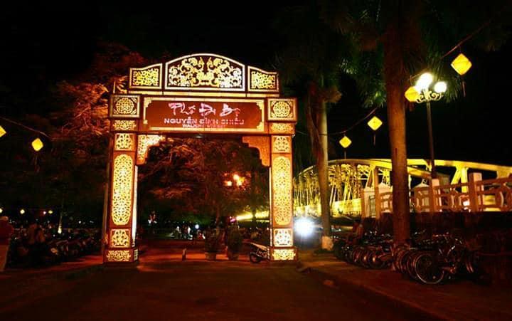 Hue Night Market - vietnam